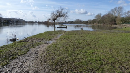 Thames flooded at Bourne End 2013